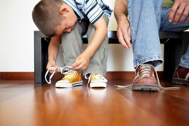 завязывание шнурков