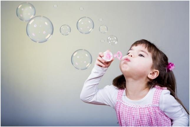 дуть пузыри
