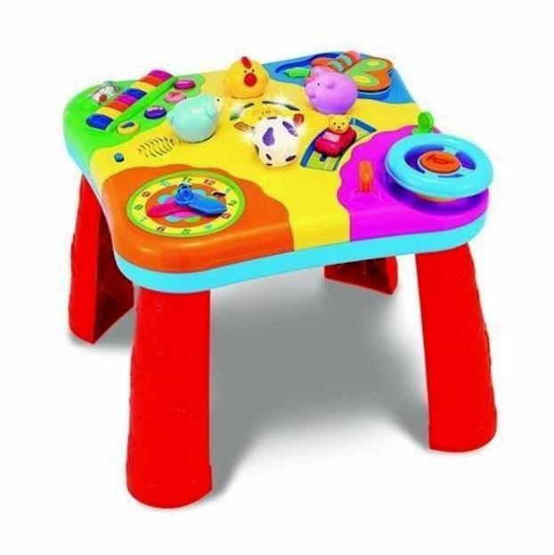 стол с игрушками