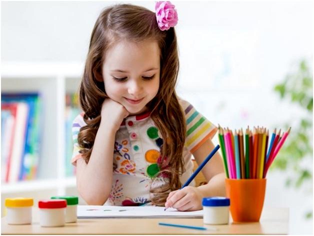 карандаш в левой руке