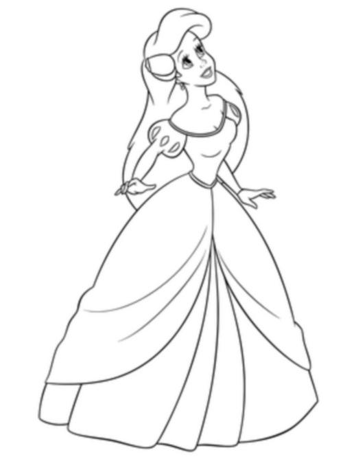в красивом платье
