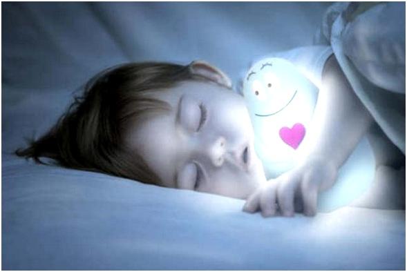 спать со светлячком