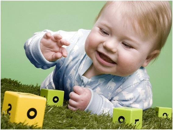 играться кубиками