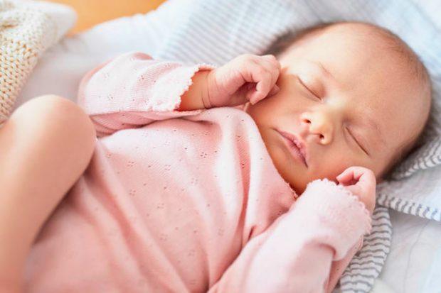 Ребенок сильно дергается перед сном