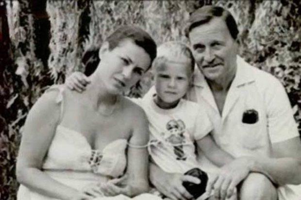 Единственный сын Толкуновой: как выглядит сейчас и как живет?