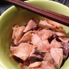 Капуста, жаренная ввоке сгрибами, рыбным соусом икокосовым молоком